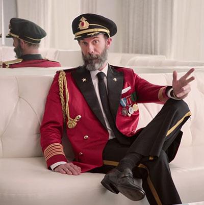 hotels-com-captain-obvious-caroling