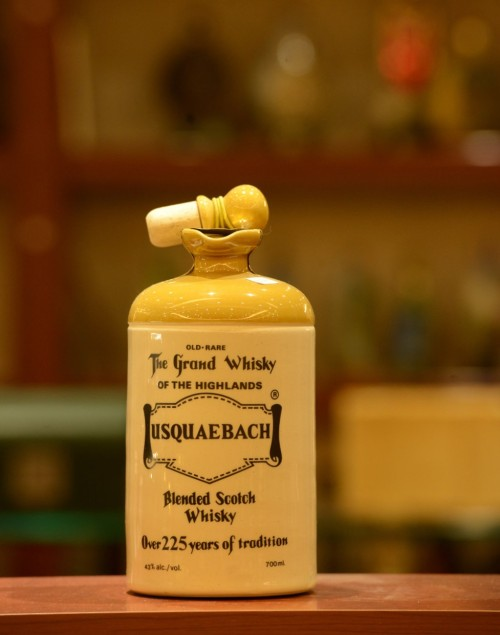 Usquaebach-Old-rare-Scotch-Whisky-over-225-years-of-Tradition-Ceramic-Jar